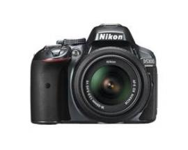 Kit camara digital reflex nikon d5300 negro 24.2mp + afs dx18-55g vrii + estuche + libro - Imagen 1